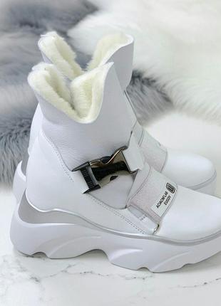 Белые зимние ботинки из натуральной кожи