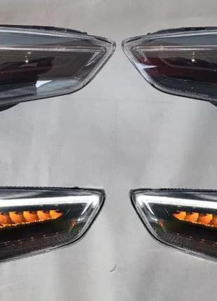 Фары Ford Focus с ходовыми огнями и динамичным поворотником.
