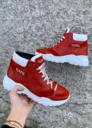 Женские зимние красные ботинки