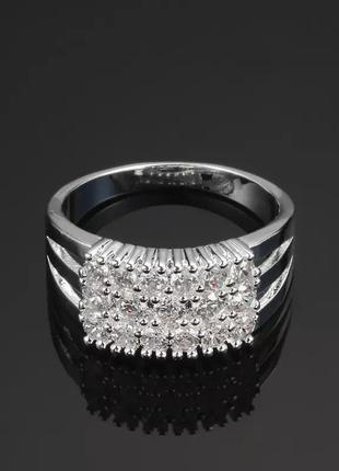 Шикарное кольцо с кубическим цирконом