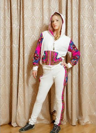 Велюровый костюм с цветными вставками