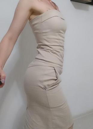 Платье футляр из плотного коттона бежевого цвета