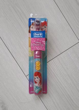 Детская электрическая зубная щетка Oral-b