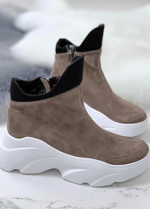 Стильные ботинки деми из натуральной замши цвета кофе