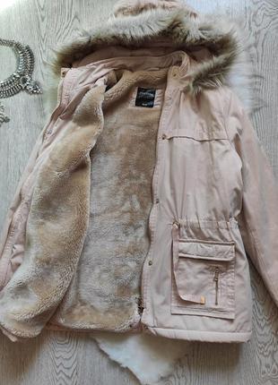 Розовая пудровая бежевая зимняя куртка парка с мехом и на меху...