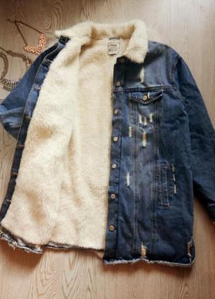 Синяя голубая длинная джинсовая куртка на меху меховым воротни...