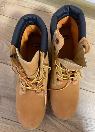 Новые ботинки Levi's