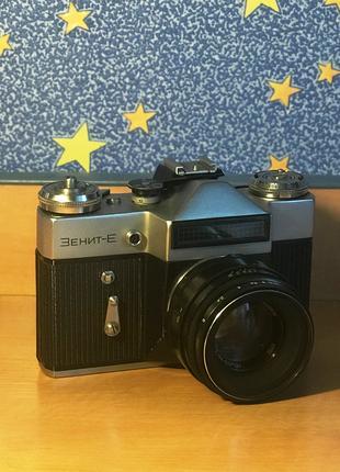 Фотоаппарат Зенит-Е, объектив Helios 44-2. Есть аксессуары!