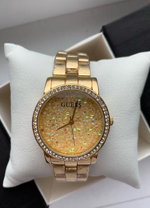 Часы GUESS с камнями