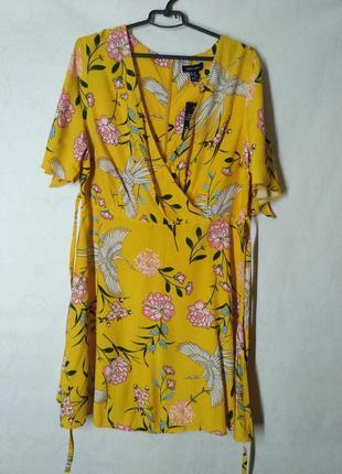 Платье чайное на запах хежтое с принтом птицы цветы