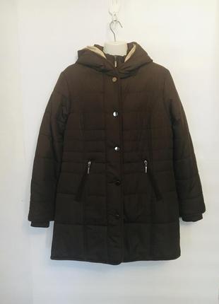 Теплое легкое пальто шоколадного цвета с капюшоном