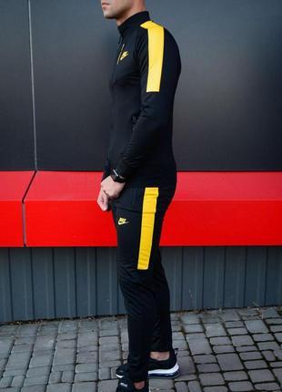 Желтый спортивный костюм найк