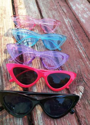 Красные ретро солнцезащитные очки лисички с красной оправой цв...
