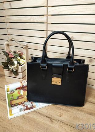 Стильная каркасная сумка черного цвета