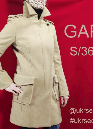 Стильное и лаконичное пальто бренда GAP