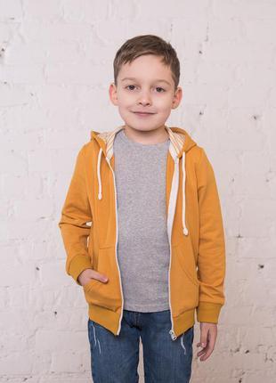 Детская кофта на молнии с капюшоном желтого цвета