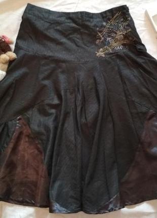 Юбка в полоску большой размер серого цвета с люрексом и вышивкой