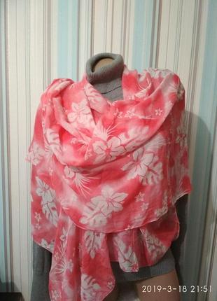 Нежный батистовый платок шарф палантин парео коралловый в белы...