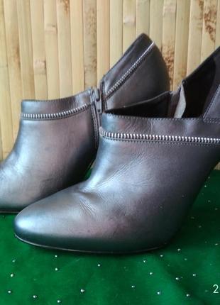 Туфли серебристые с молнией на шпильке от oasis 39-40 размер