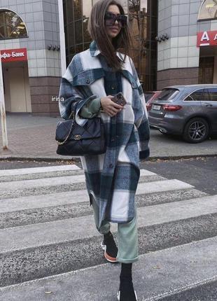 Тёплая рубашка пальто удлинённая зелёного изумрудного цвета