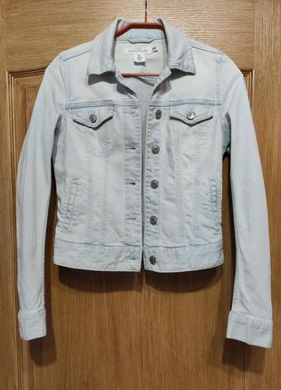 H&m голубая стрейчевая джинсовка, джинсовая куртка