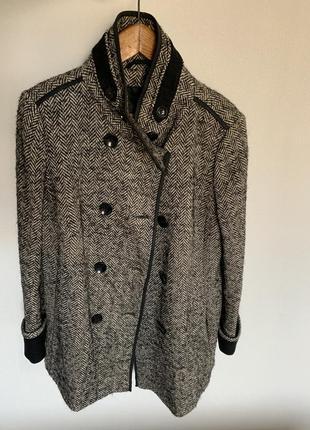 Пальто пестрое двухбортное елочка