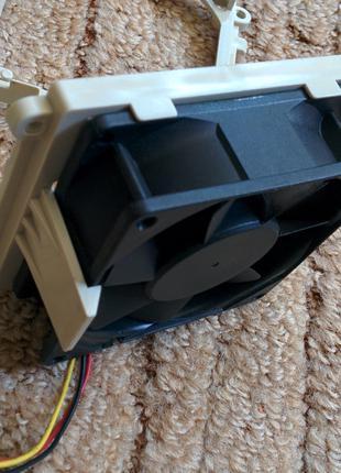 Крепление с защелкой для вентиляторов 80х80х25 и 120х120х38 мм