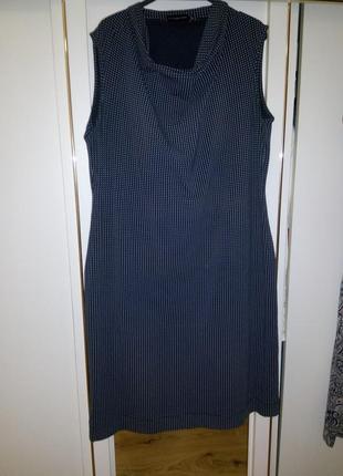Очень элегантное платье в мелкий горошек