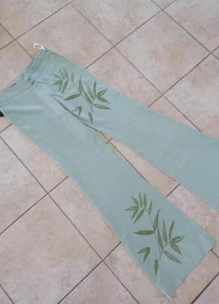 Летние легкие брюки с аппликацией