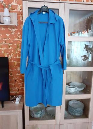 Класснючий с капюшоном и  карманами  халат большого размера