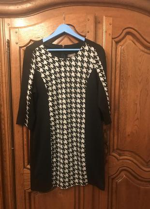 Платье свободного кроя в гусиную лапку