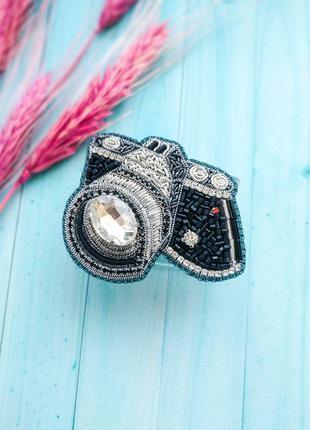 Брошь из бисера фотоаппарат
