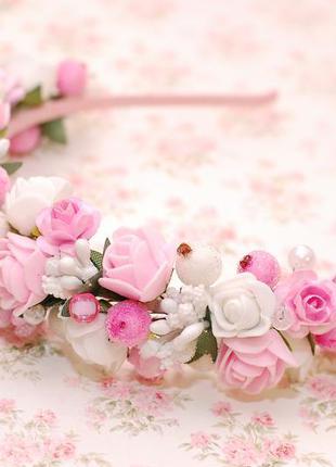Обруч ободок венок на голову с белыми и розовыми цветами
