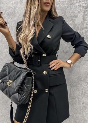 Стильное приталенное  мини платье пиджак с красивыми пуговицам...