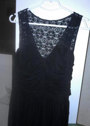 Черное платье с кружевом  и сеточкой сеткой