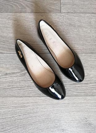 Чорні лаковані балетки туфлі туфли