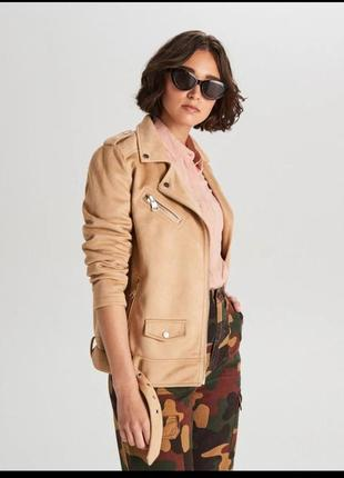 Новая женская демисезонная замшевая бежевая куртка косуха cropp