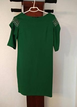 Яркое зеленое платье с камнями на корпоратив 42р-р
