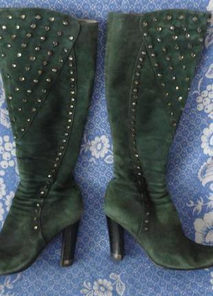 Демисезонные сапоги зеленого цвета с камнями каблук 9 см.