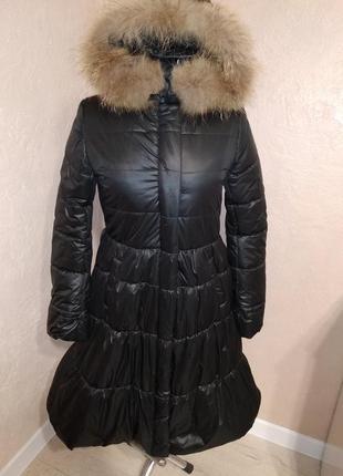 Зимнее пальто с натуральной опушкой енота 370 р46 цвет бутылочный