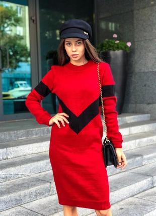 Вязаное миди платье до колен с длинными рукавами