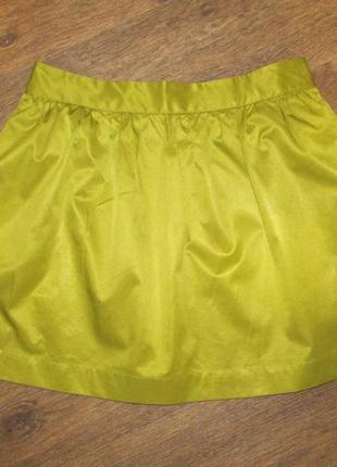 Атласная юбка насыщенного оливкового цвета