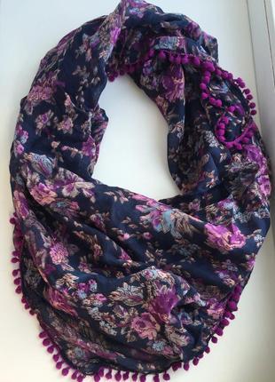 Яркий шарф в цветочный принт, платок, фиолетовый
