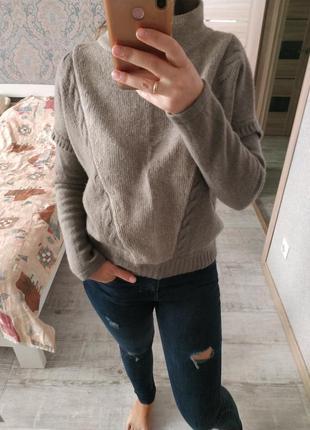Теплый приятный мягкий свитер воротник стойка