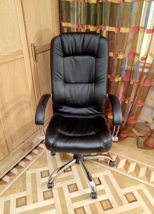 Кресло офисное Марсель Хром механизм ANYFIX черное на колесиках.