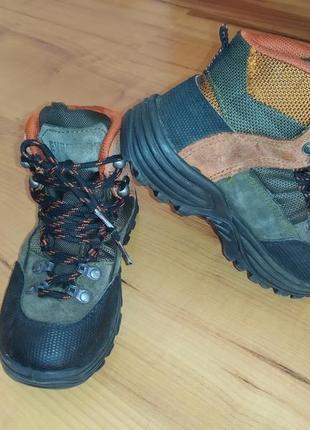Демисезонные непромокаемые ботинки