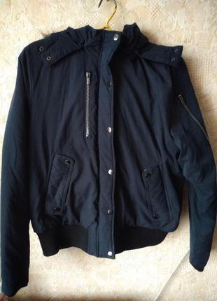 Теплая молодежная осеняя курточка с вязаными манжетами и мехом у
