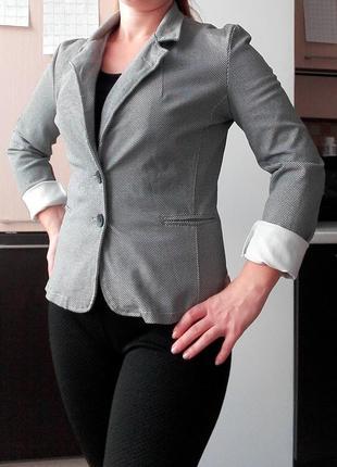 Приталенный серый пиджак, классика, состояние нового