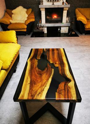 Стол из массива дерева и эпоксидной смолы