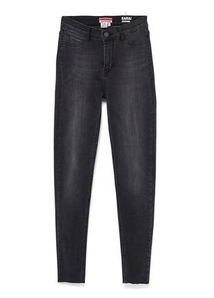 Стильные стрейчевые джинсы castro